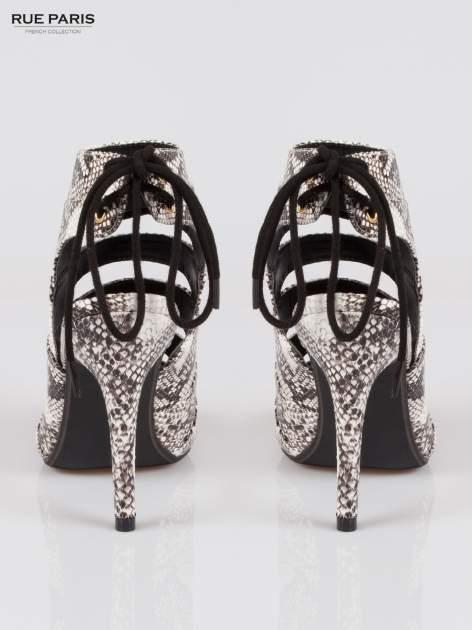 Wężowe wiązane botki faux suede Gina lace up cut out z odkrytą piętą                                  zdj.                                  3
