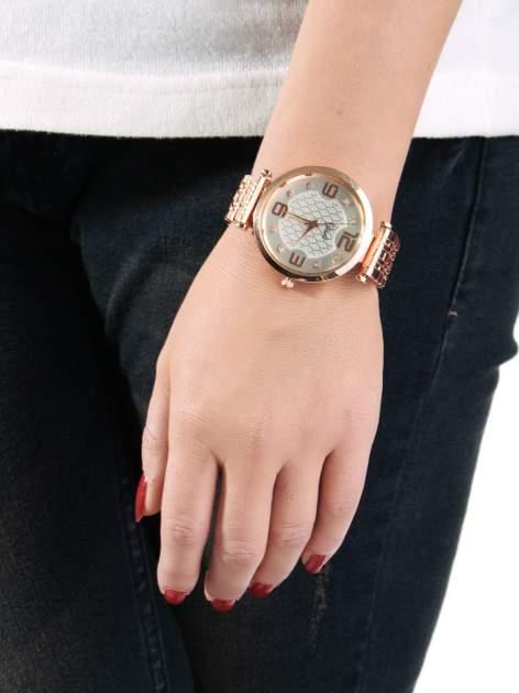 Zegarek damski z różowego złota na bransolecie z dużą białą tarczą                                  zdj.                                  3