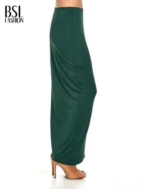 Zielona asymetryczna spódnica maxi z drapowaniem i rozporkiem z boku                                  zdj.                                  3