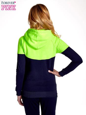 Zielona bluza z granatowym pasem                                  zdj.                                  4