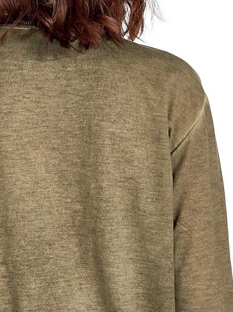 Zielona bluza z numerkiem i efektem dekatyzowania                                  zdj.                                  4
