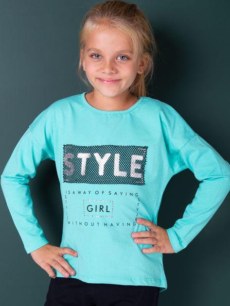 Zielona bluzka dla dziewczynki z napisem i aplikacją                              zdj.                              1