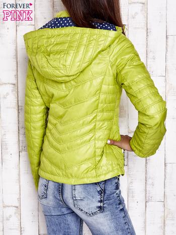 Zielona pikowana kurtka z wykończeniem w groszki                                  zdj.                                  2