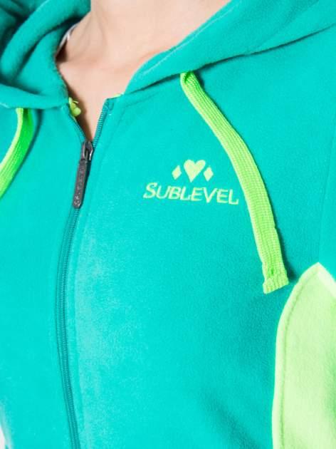 Zielona polarowa bluza z kontrastowymi przeszyciami                                  zdj.                                  7