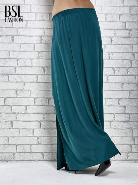 Zielona spódnica maxi z rozporkami z przodu                              zdj.                              4