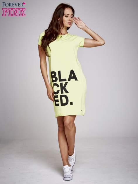 Zielona sukienka dresowa z napisem BLACKED                                  zdj.                                  2