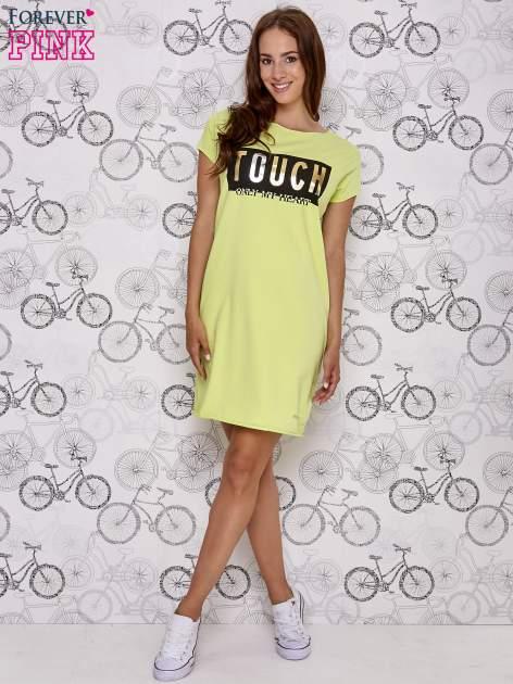 Zielona sukienka dresowa ze złotym napisem TOUCH                                  zdj.                                  2