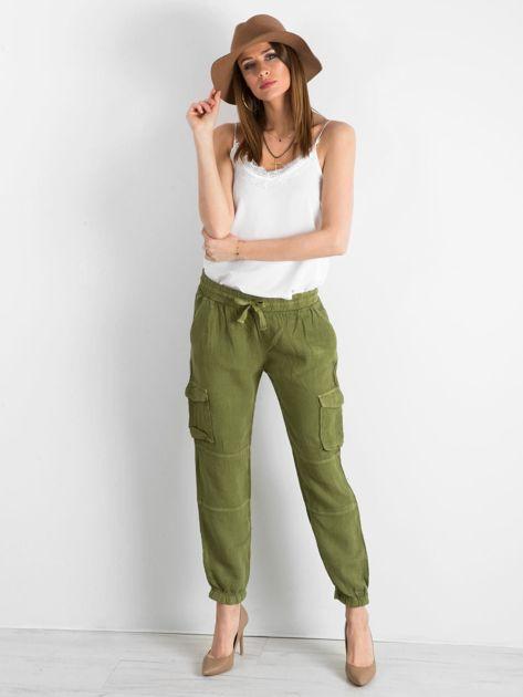 Zielone lniane spodnie cargo                              zdj.                              4