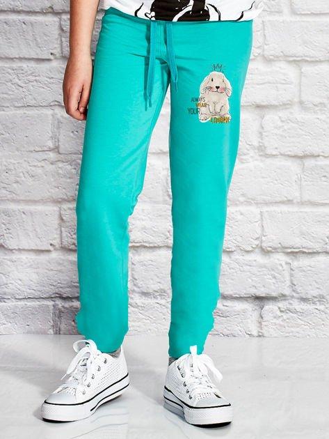 Zielone spodnie dresowe dla dziewczynki z nadrukiem królika                                  zdj.                                  1