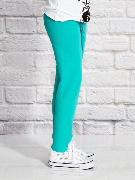 Zielone spodnie dresowe dla dziewczynki z nadrukiem królika                                  zdj.                                  3