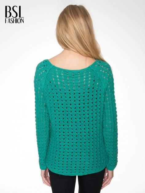 Zielony dziergany sweter z ozdobnymi oczkami                                  zdj.                                  4