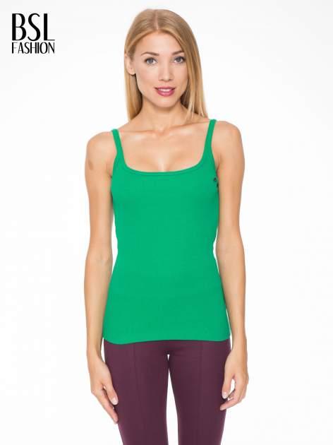 Zielony prążkowany top na cienkich ramiączkach
