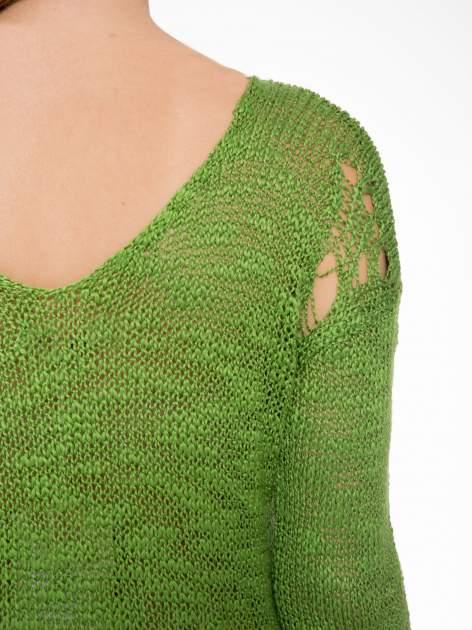 Zielony sweter z oczkami przy ramionach                                  zdj.                                  7