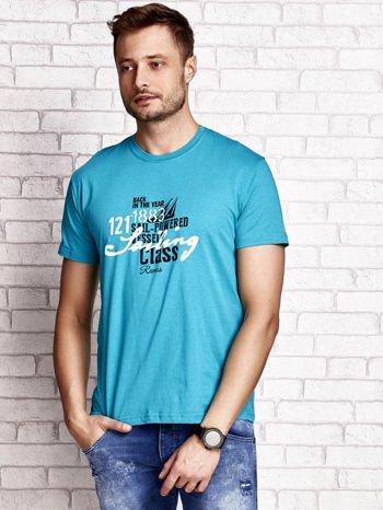 Zielony t-shirt męski z marynarskim motywem i napisem SAILING                                  zdj.                                  1
