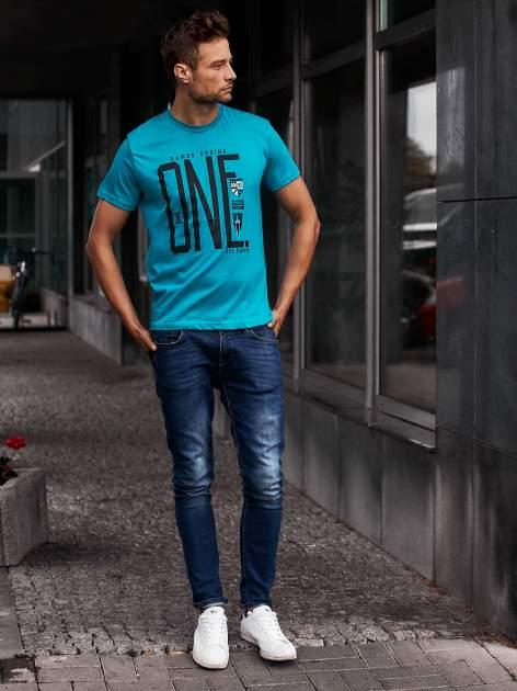 Zielony t-shirt męski z nadrukiem i napisem ONE                                  zdj.                                  6
