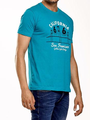 Zielony t-shirt męski z nadrukiem mostu i napisem CALIFORNIA 66                                  zdj.                                  3