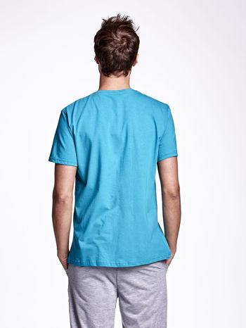 Zielony t-shirt męski z nadrukiem napisów w sportowym stylu                                  zdj.                                  2