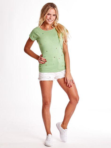 Zielony t-shirt z kolorowymi perełkami                              zdj.                              4