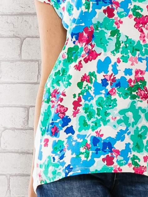 Zielony t-shirt z kwiatowym wzorem                                  zdj.                                  5