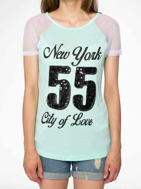 Zielony t-shirt z nadrukiem NEW YORK 55 i siatkowymi rękawami                                  zdj.                                  7
