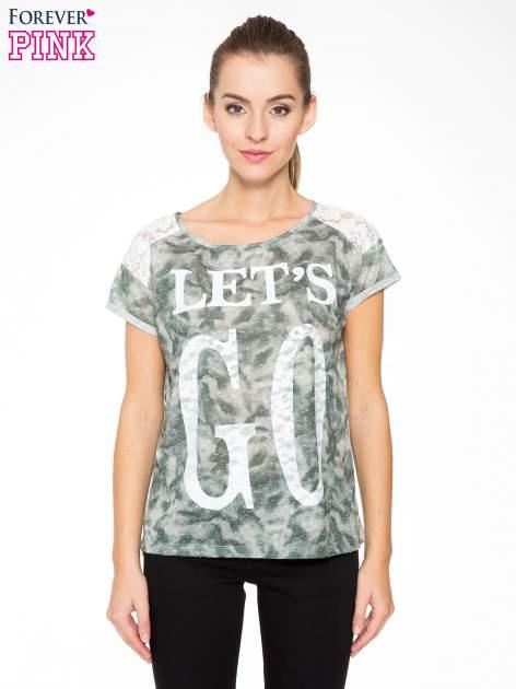 Zielony t-shirt z napisem LET'S GO i koronkowymi wstawkami                                  zdj.                                  1