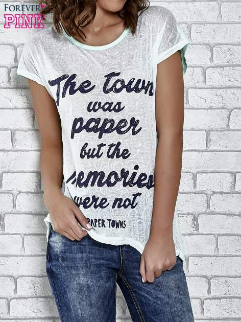 Zielony t-shirt z napisem THE TOWN WAS PAPER BUT THE MEMORIES WERE NOT PAPER TOWNS