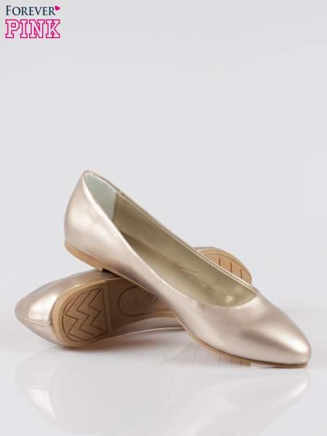 Złote baleriny faux leather Chloe ze smukłym noskiem                                  zdj.                                  4