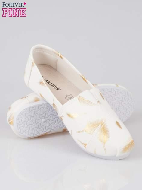 Złote buty slipon w piórka                                  zdj.                                  4