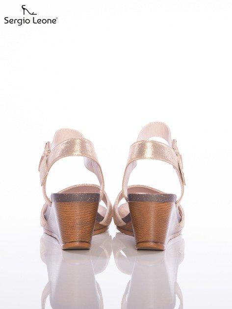 Złote sandały Sergio Leone na koturnach                                  zdj.                                  3