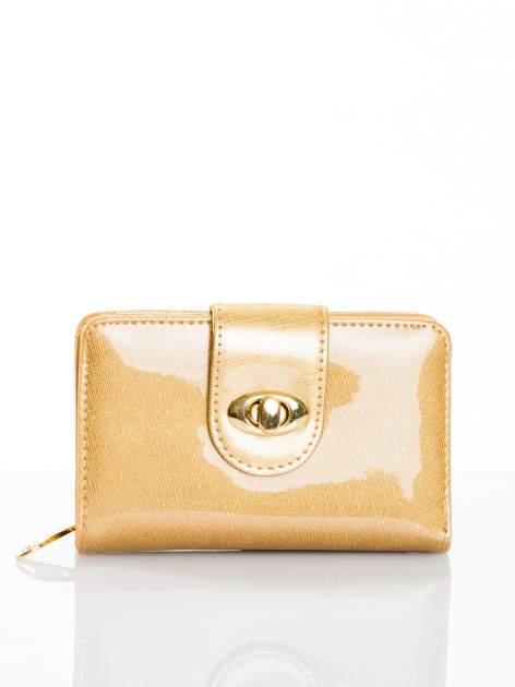 Złoty portfel ze złotym zapięciem efekt skóry saffiano