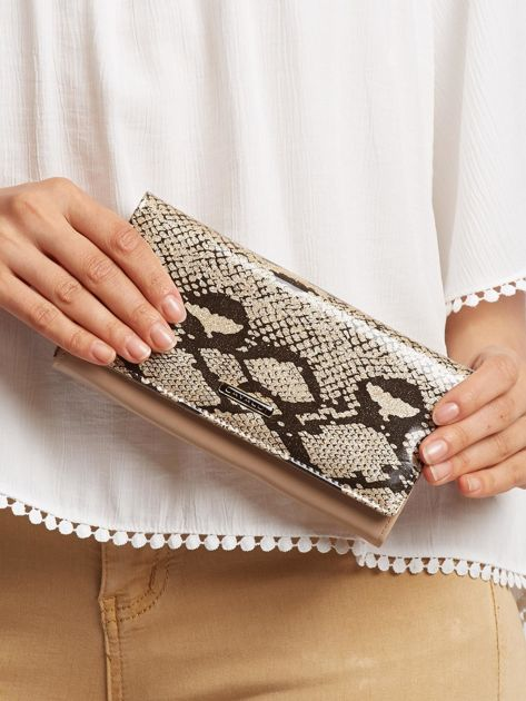 Złoty skórzany portfel ze wzorem