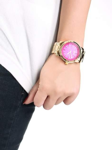 Złoty zegarek damski globtroter z różową tarczą z motywem mapy                                  zdj.                                  3