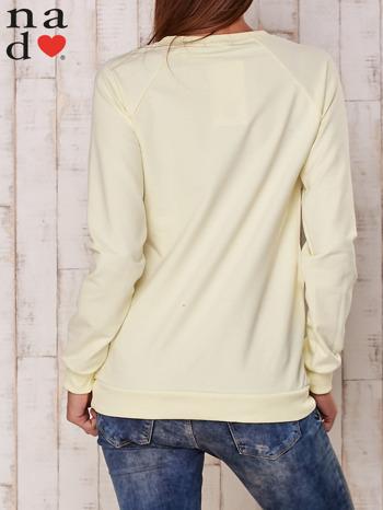 Żółta bluza z nadrukiem gwiazdy                                  zdj.                                  4
