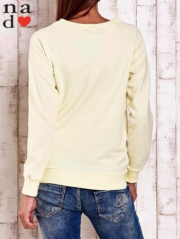 Żółta bluza z nadrukiem serca i napisem JE T'AIME                                   zdj.                                  2
