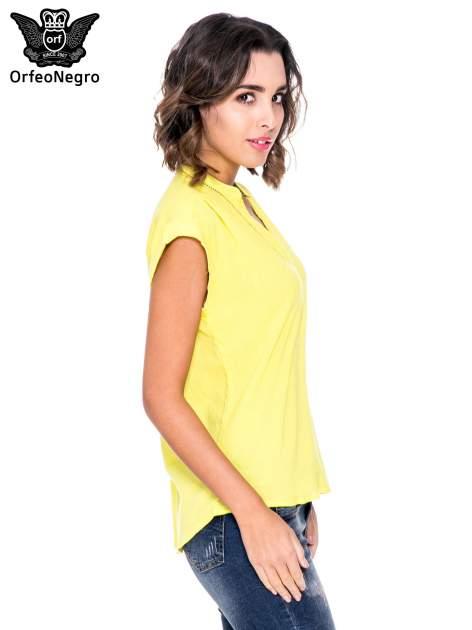 Żółta bluzka koszulowa z ażurowaniem wzdłuż dekoltu                                  zdj.                                  3