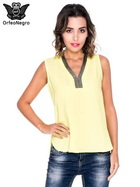 Żółta bluzka koszulowa z biżuteryjnym dekoltem V-neck
