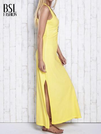 Żółta dekatyzowana sukienka maxi z cekinowym kwiatem                                  zdj.                                  3