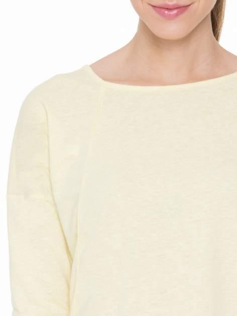 Żółta gładka bluzka z ozdobnymi przeszyciami                                  zdj.                                  5