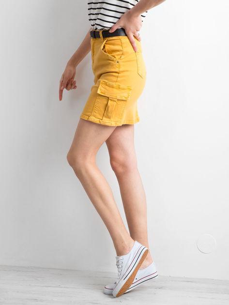 Żółta jeansowa spódnica z kieszeniami                              zdj.                              3