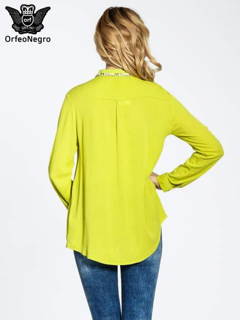 Żółta koszula z biżuteryjnym kołnierzykiem i kieszonkami                                  zdj.                                  4