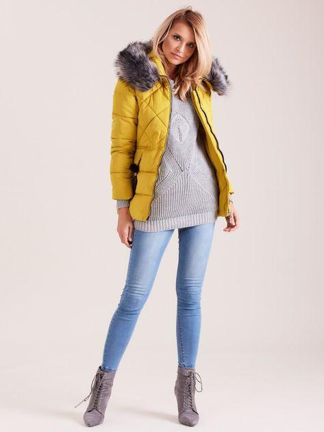 Żółta kurtka zimowa z futerkiem                              zdj.                              4