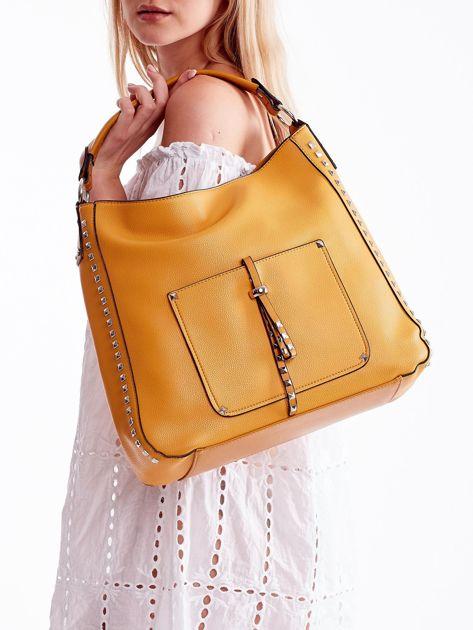 Żółta miękka torba na ramię z ćwiekami                              zdj.                              1