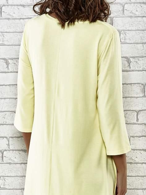 Żółta sukienka damska z nadrukiem kotów                                  zdj.                                  6