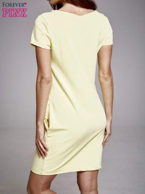 Żółta sukienka dresowa z aplikacją serca                                  zdj.                                  2