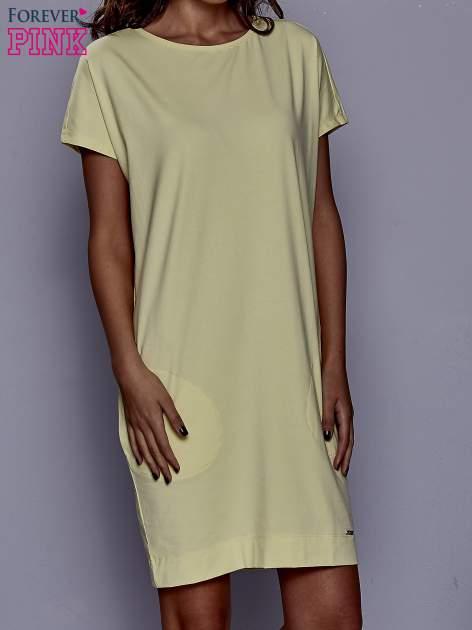 Żółta sukienka dresowa z kieszeniami po bokach
