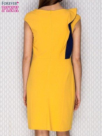 Żółta sukienka koktajlowa z falbaną                              zdj.                              2