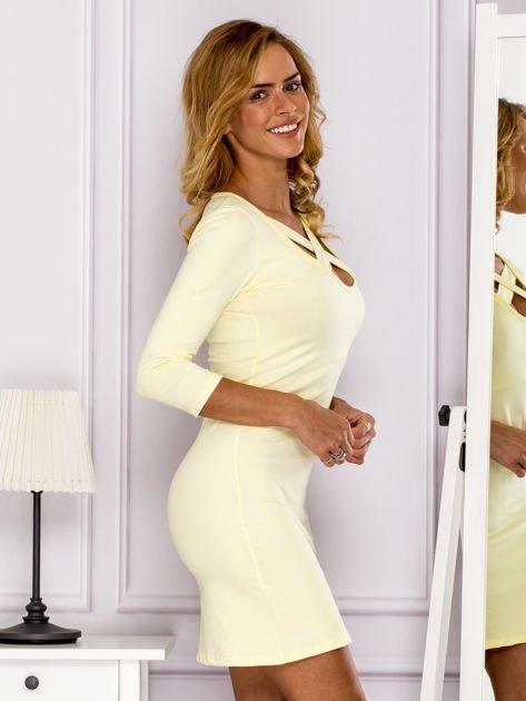 Żółta sukienka z paskami przy dekolcie                                   zdj.                                  3
