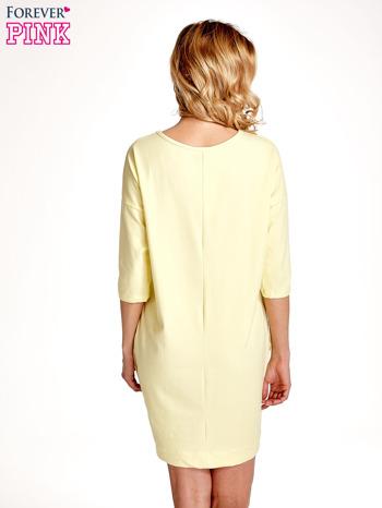 Żółta sukienka z rękawem za łokieć                                  zdj.                                  4