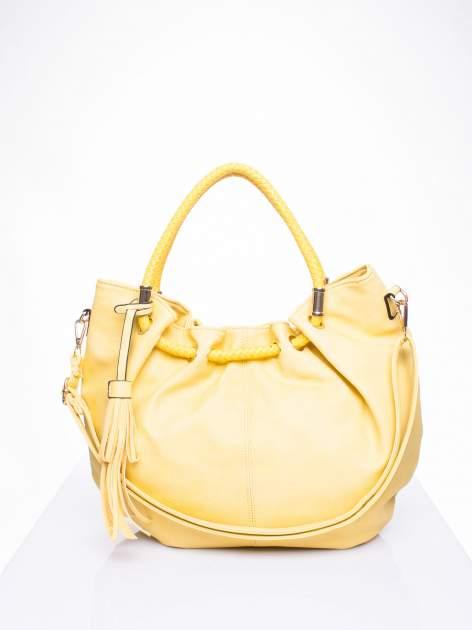 Żółta torebka z plecionymi uchwytami i frędzlami                                  zdj.                                  1