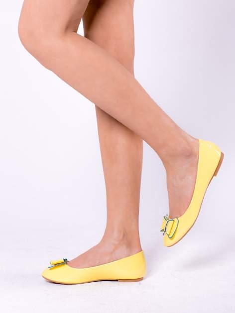 Żółte baleriny lakierowane z kokardką                                  zdj.                                  2